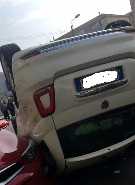 Incidenti stradali a Torino in Via Adamello, 76_  grave incidente in via germonio angolo via adamello a torino fronte lidl  una ssqyong korando ha...-3