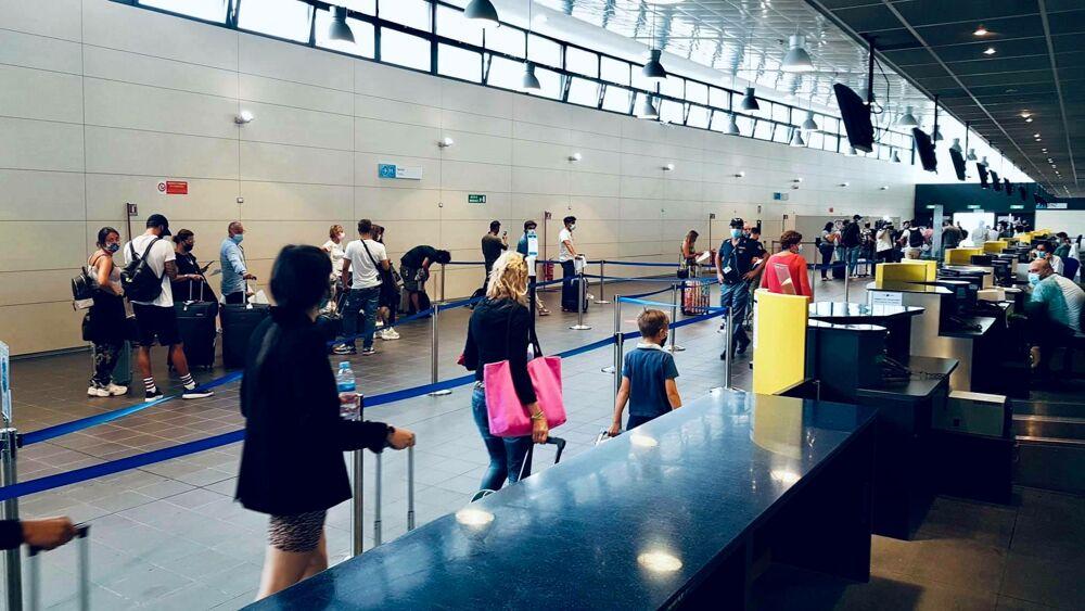 Coronavirus: aumentano i controlli negli aeroporti di Torino Caselle e Cuneo Levaldigi