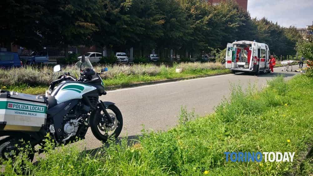 Venaria incidente via San Marchese Vespa nel casco 25 9 19 2-2