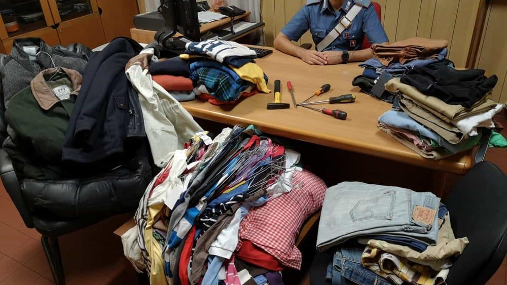cirie furto negozio abbigliamento-2