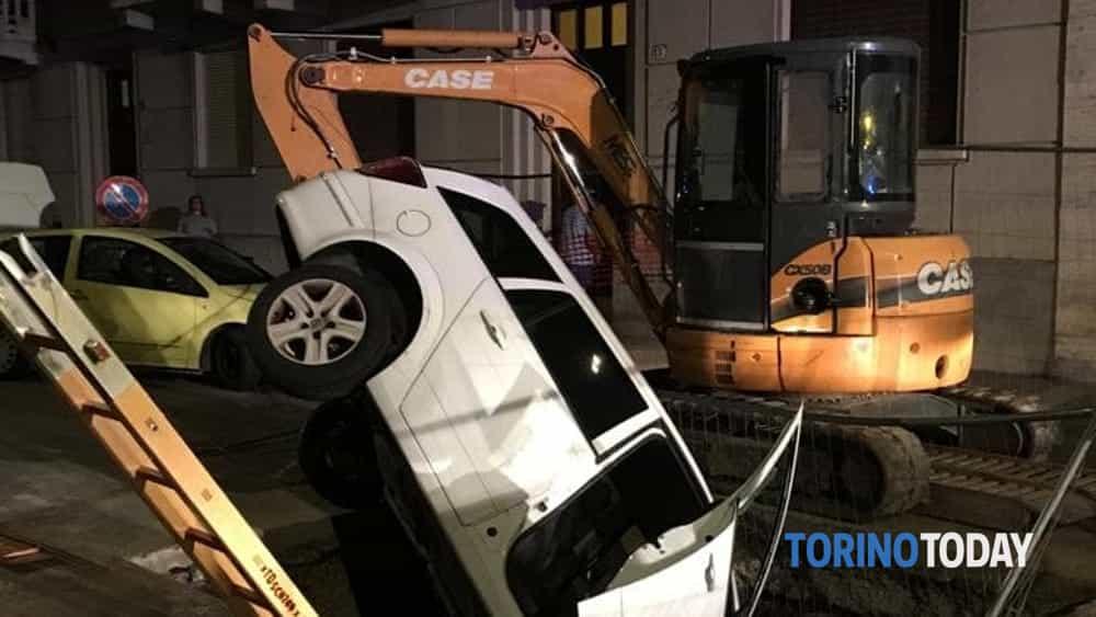 Torino via San Paolo incidente stradale Astra cantiere teleriscaldamento 3 8 19 1-2