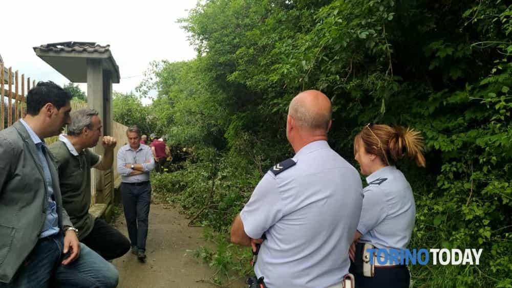 Rivoli via Bessaneisa Albero Caduto Famiglie Intrappolate 2-2