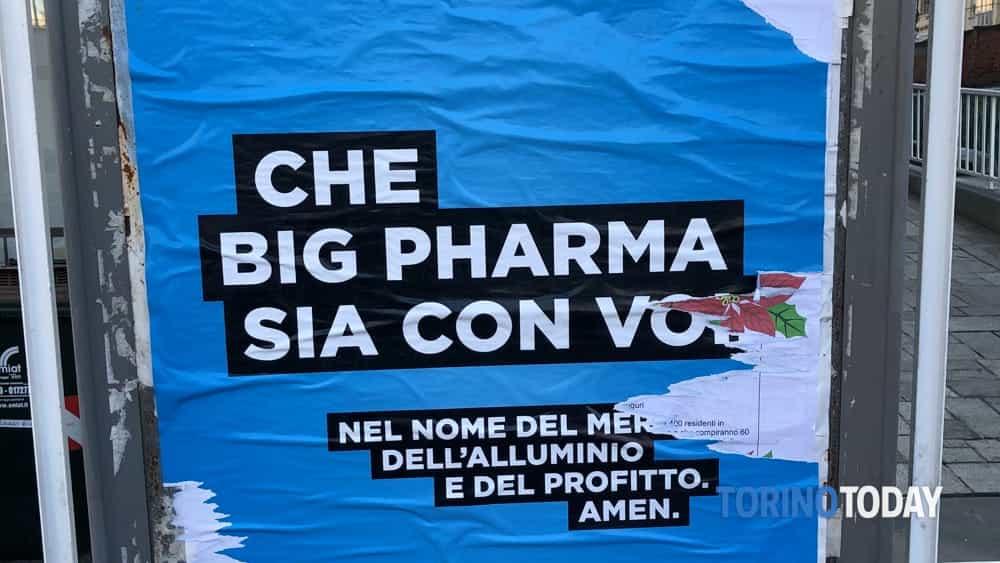 cartello no vax strappato-2