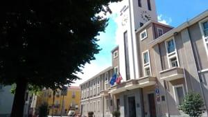 Bandiere a mezz'asta municipio Pinerolo