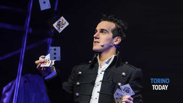 Magic Close Up con Luca Bono al Circolo Amici della Magia