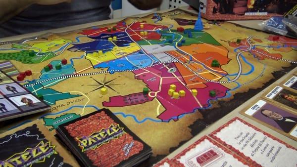 Torino diventa un gioco da tavolo: cabinotti e tamarri combattono per conquistare il centro città