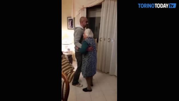 Balla con il nipote a 105 anni, poi si rompe il femore: potrà tornare a camminare