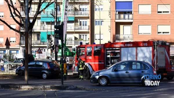 incidente auto pompieri largo Toscana (2)-2