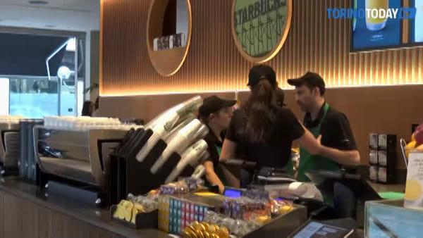 A Torino lo Starbucks più grande d'Italia: poche ore all'apertura | Foto e video