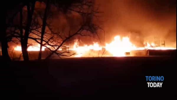 Devastante incendio di un'azienda: le impressionanti immagini video