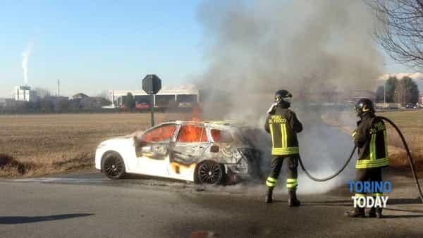 auto fiamme Leinì (1)-2