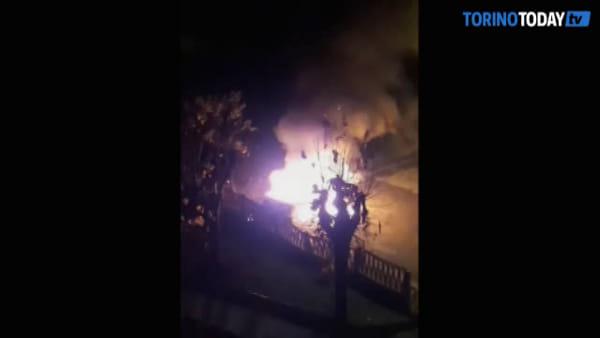 A fuoco una vettura parcheggiata a bordo strada: altri casi nelle ultime settimane