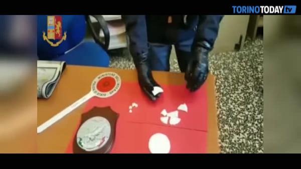 Scoperto laboratorio della droga, producevano crack a forma di ostia