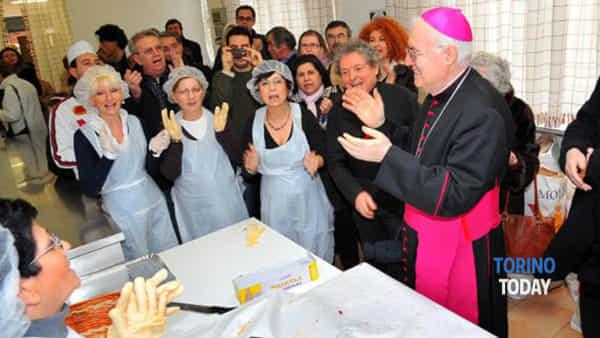 Pasta in dono per la mensa dei poveri