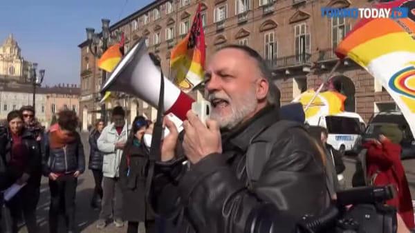 Decreti sicurezza, operatori dell'accoglienza migranti in corteo a Torino: 250 posti a rischio