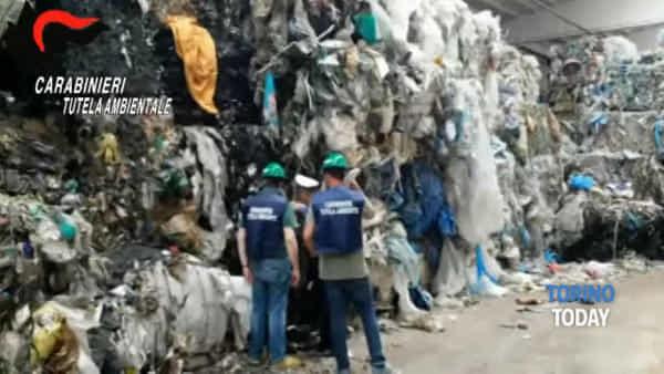 Una mega-discarica abusiva a pochi passi dal centro abitato, sequestrate 6.500 tonnellate di rifiuti
