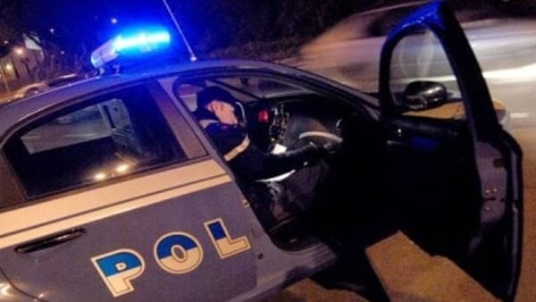 Spacca la vetrata e si introduce nel bar: furto interrotto, malvivente arrestato