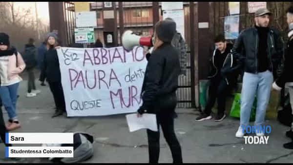 """""""Dentro la scuola abbiamo paura"""", la protesta degli studenti dopo l'ennesimo crollo"""