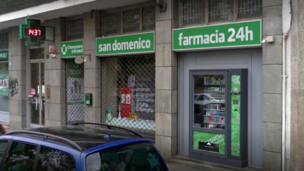 Pistola e coltello in mano: due rapinatori assaltano la farmacia