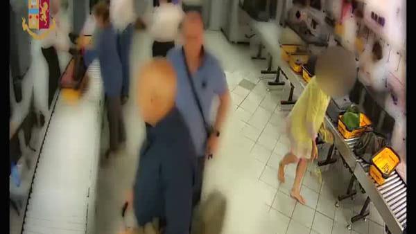La ladra che non ti aspetti al varco dell'aeroporto: imprenditrice ruba orologio e braccialetto