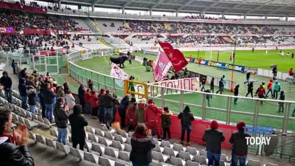 saluto tifosi Torino Fiorentina per Davide Astori-2