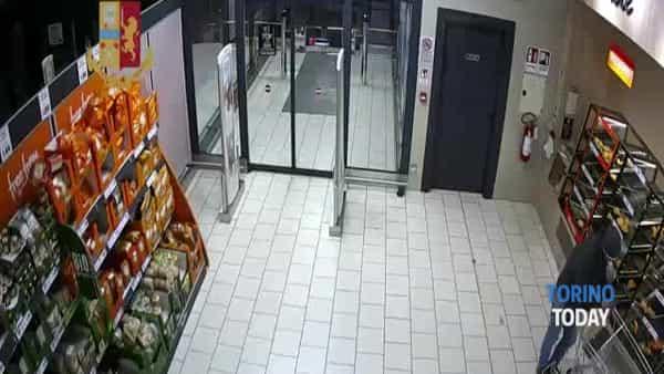 Tre rapinatori assaltano il supermercato armati di pistola: tra loro il responsabile di una vecchia strage