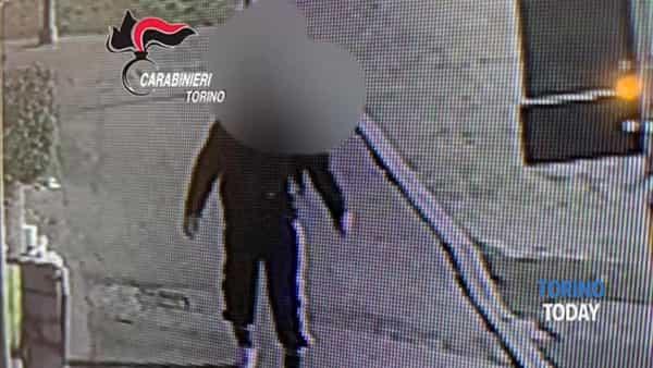 Armato di taglierino rapina il locale poi fugge con il bottino: rintracciato in 40 minuti