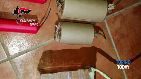 Nell'armadio c'erano oltre due chili di esplosivi di ogni dimensione: arrestato dai carabinieri