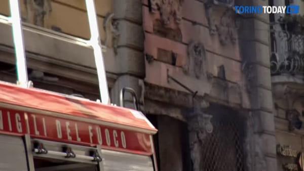 Paura in centro, le fiamme avvolgono un palazzo: la testimonianza degli evacuati