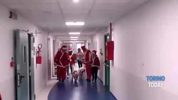 La pioggia non ferma i Babbi Natale: il raduno per aiutare i bambini dell'ospedale