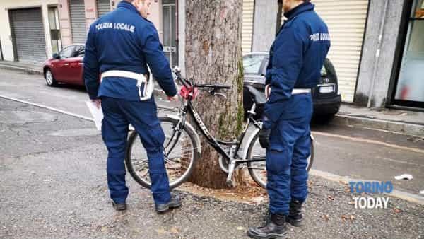 Venaria incidente 17 novembre ciclista-2