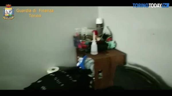 Scoperti due laboratori dell'orrore: 30 operai segregati nella fabbrica di pellame