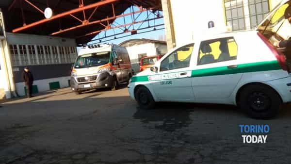 La polizia locale e l'ambulanza sul luogo dell'incidente