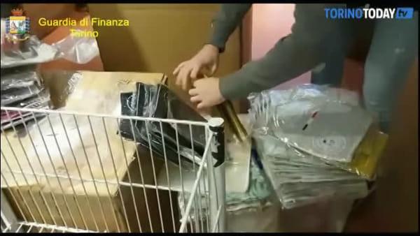 Maglioni, sciarpe e berretti contraffatti: scoperta maxi frode da 5 milioni di euro