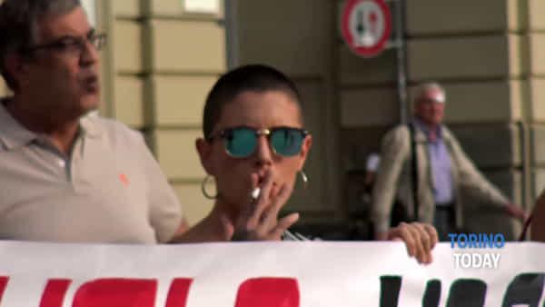 """Protesta delle mamme: """"Troppi stranieri hanno il sussidio scolastico. Prima gli italiani"""""""
