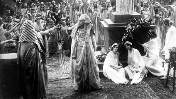 Scene_from_The_Last_Days_of_Pompeii_(1913_film)-2