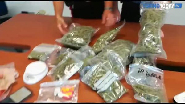 Garage trasformato in un market della droga con ogni tipo di sostanza: arrestati venditore e vedetta