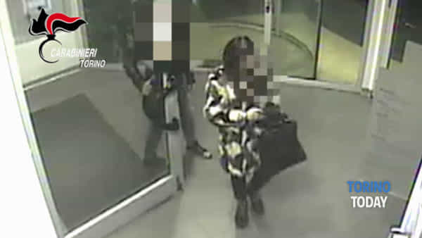 """Narcotizzava le vittime per svuotare il loro conto in banca, arrestata la """"Mantide"""" di Torino"""