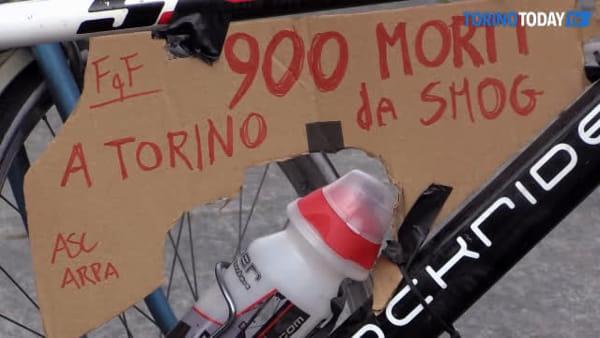 Cartelli, cori e un flash mob per la foresta amazzonica: la protesta accende la piazza