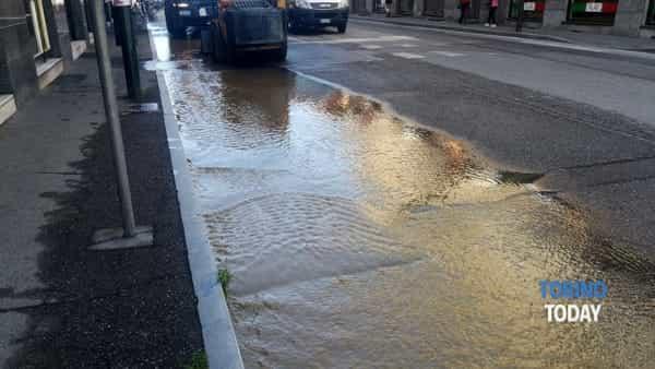 Nichelino tubatura acqua strada allagata via Torino (2)-2