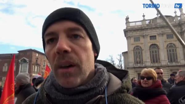 430 lavoratori in lacrime davanti alla Regione: tra 21 giorni potrebbero essere licenziati