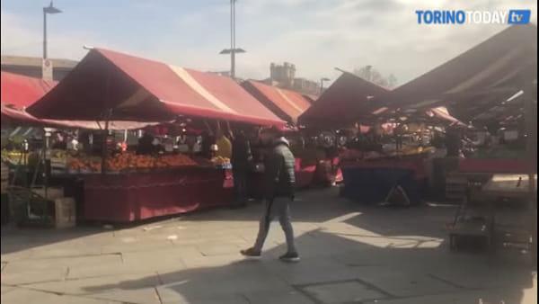 Il mercato di Porta Palazzo è ancora chiuso, ma il quartiere vuole riportare i banchi in piazza