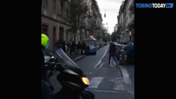 Ennesima lite nel quartiere, tre pattuglie della polizia per sedare gli animi: un arresto