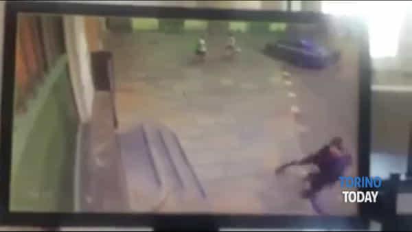 Le immagini della sparatoria di Porta Nuova: ripreso il momento dell'aggressione al poliziotto