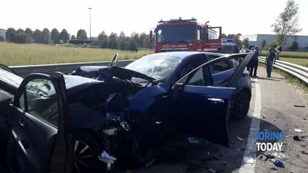 Trofarello incidente strdale Alfa Clio DAntona 3 8 19 2-2