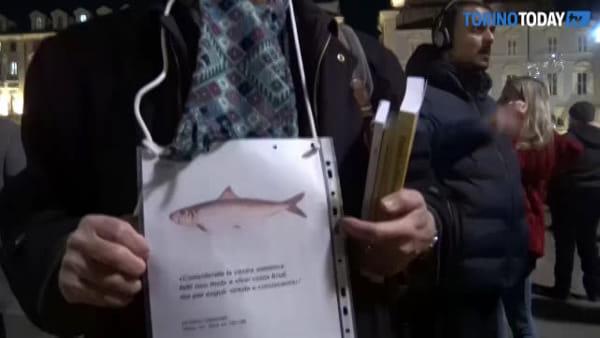 Le sardine invadono Torino, 30mila torinesi si radunano in piazza Castello