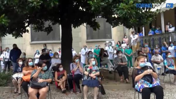"""Lacrime e dolore per le vittime, Chiambretti: """"È il momento del silenzio e di ricordare i nostri cari morti"""""""
