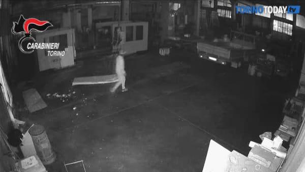 Svuotavano i magazzini delle aziende in lockdown per il coronavirus: sgominata banda, otto arresti
