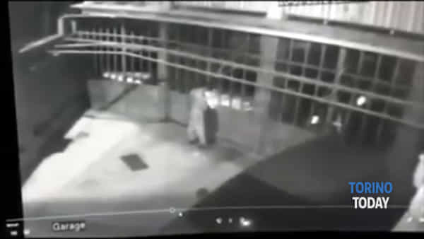 La banda delle tute bianche fa strage nelle abitazioni, cittadini mettono video dei ladri su Facebook