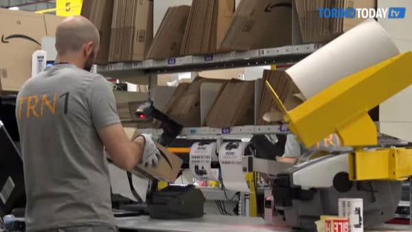"""Amazon, 900 dipendenti di Torrazza Piemonte non entrano in azienda: """"Salute e sicurezza non tutelate"""""""